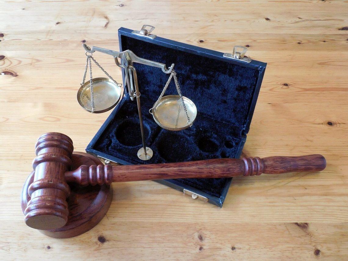 Pomoc prawa udzielana przez adwokata dla osób fizycznych