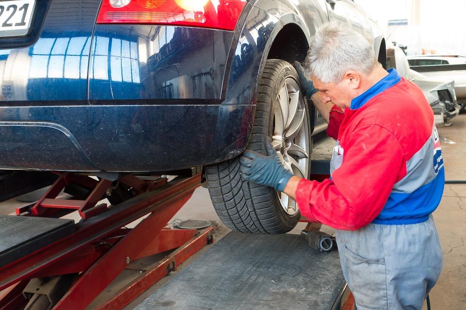 Diagnostyka i naprawa samochodów to zadania stojące przed mechanikiem w Szczecinie