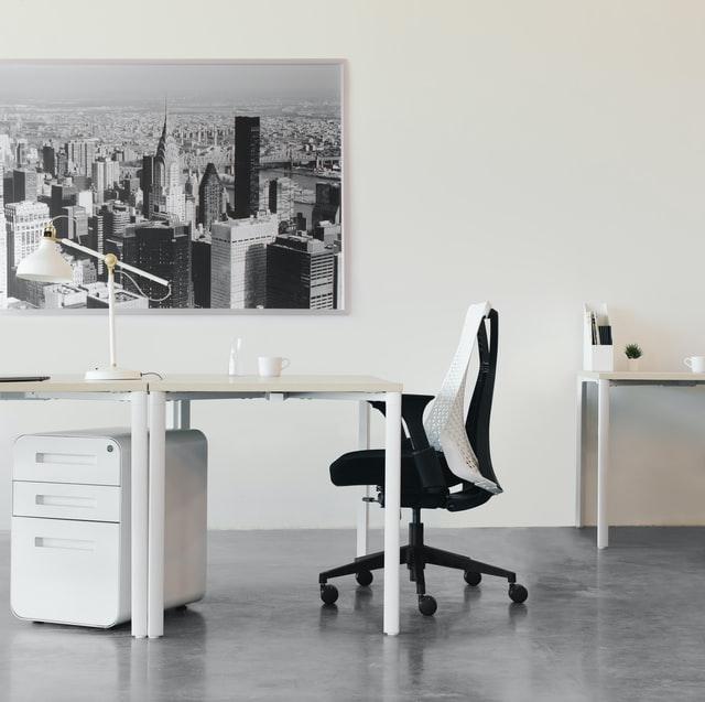 Gdzie możemy kupić używane meble do biura?